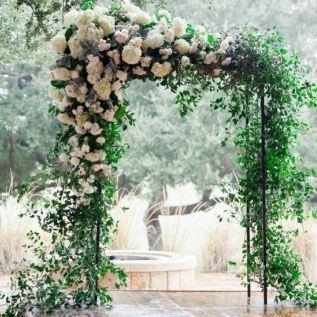 Оформление арки живыми цветам