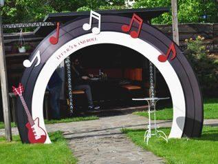арка в стиле рок-н-рол