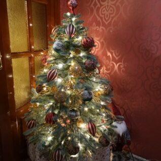 дизайнерское оформление новогодней елки